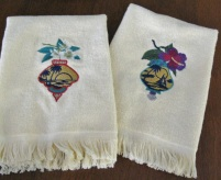 2-ivory-fingertip-christmas-towels